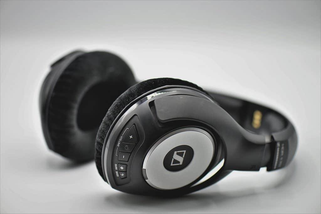 headphones 3683983 1920